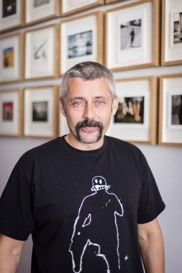 Fotografía perfil Ricky Dávila. Fotografía © Silvia J. Esteban