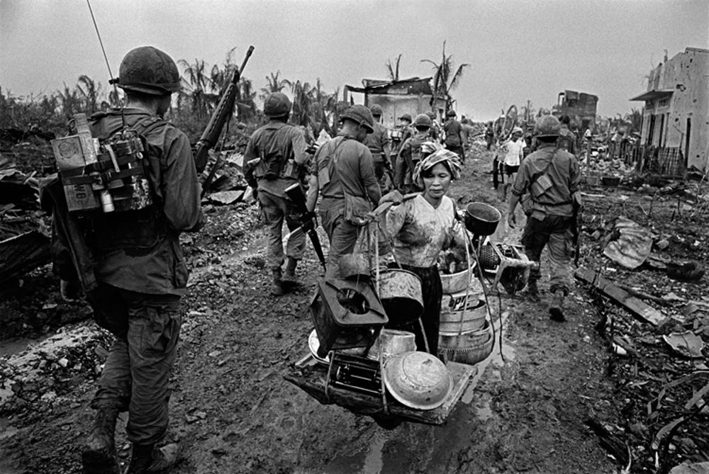 Fotografía © Philip Jones Griffiths, Vietnam 1968 / La historia se repite